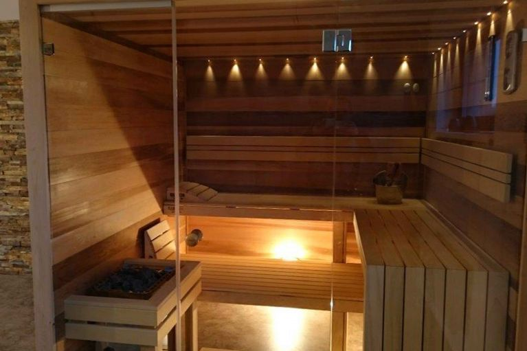 Combined finnish / Bio sauna with cedar interior